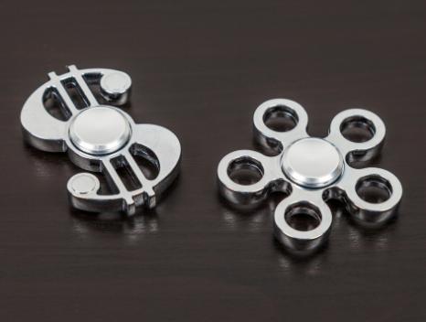 Fidget Spinner Metal – blomst eller dollar tegn! Køb online her!